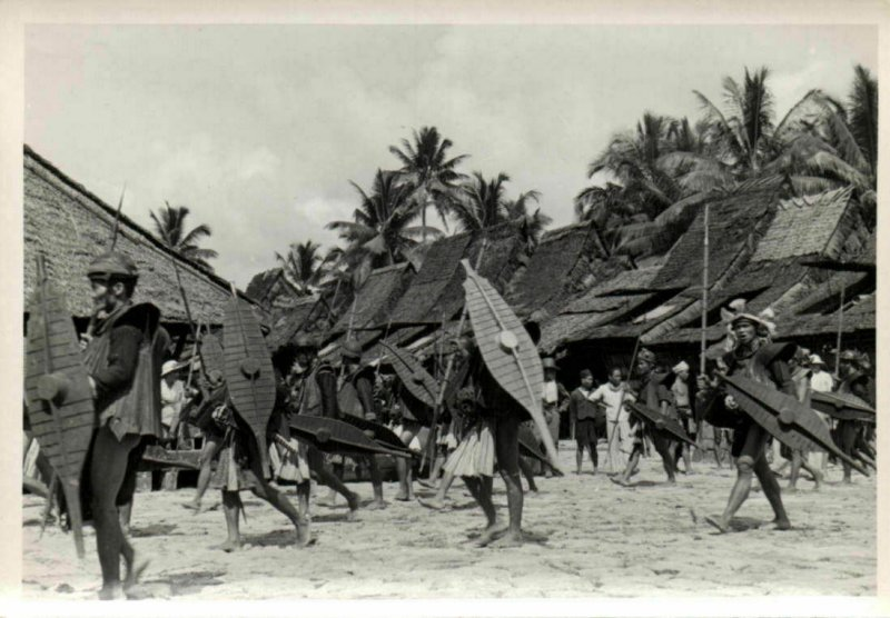 indonesia, NIAS, Native Warriors Shield Spear (1930s) Real Photo (14)