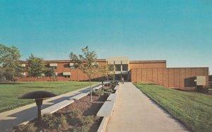 SIOUX FALLS , South Dakota , 50-60s ; Gilbert Science Center
