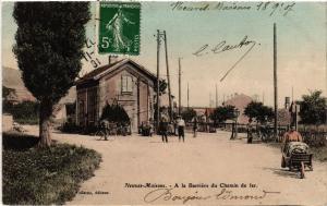 CPA  Neuves-Maisons - A la Barriere du Chemin de fer  (484316)