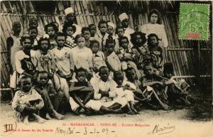 CPA NOSSI-BE Ecoliers Malgaches MADAGASCAR (709679)