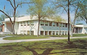 Iola Kansas Allen Court House Street View Vintage Postcard K55599