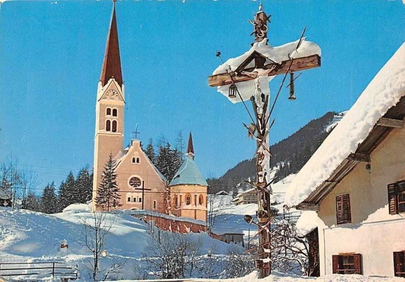 Dezembermorgen in Holzgau im Lechtal Kirche Church Winter