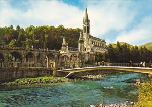France Lourdes La Basilique et le Gave