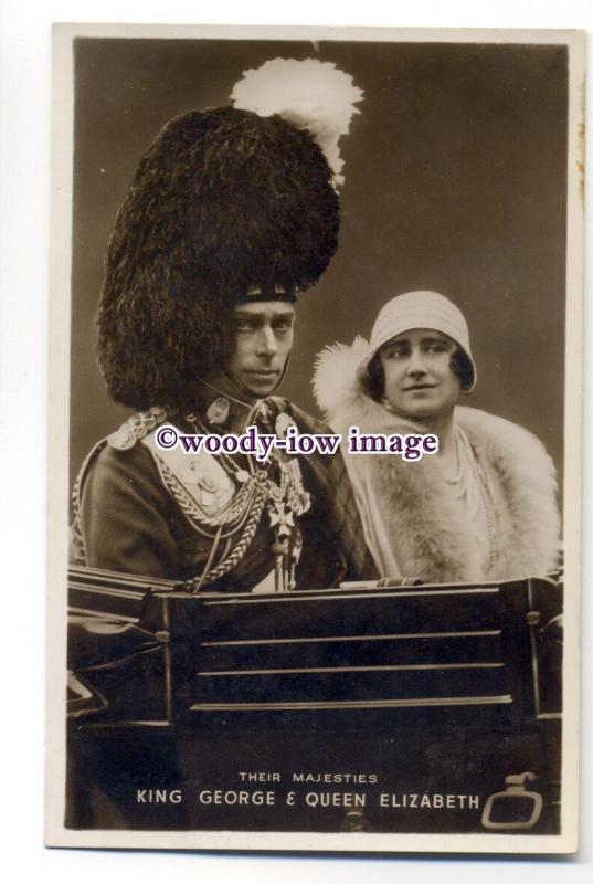 r1559 - King George VI & Queen Elizabeth ( Bowes-Lyon ) in a carriage - postcard