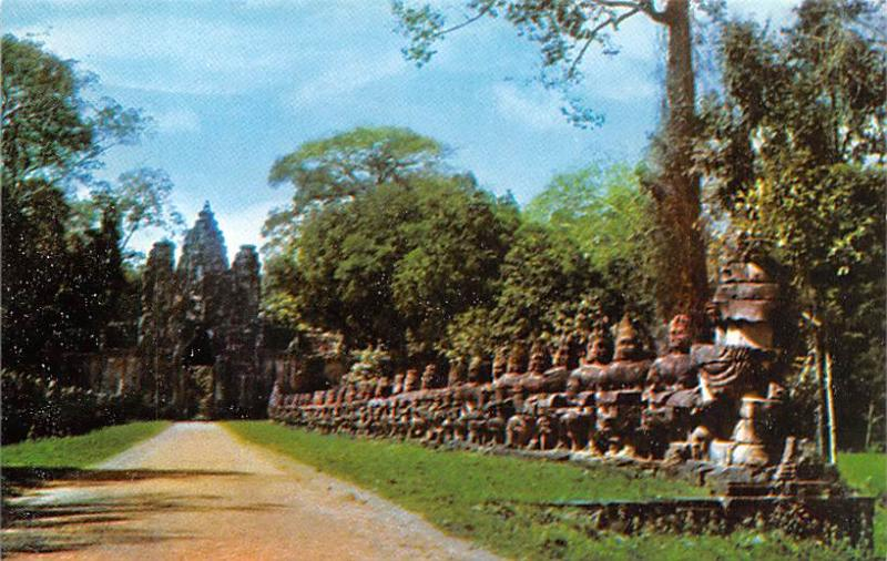 Angkor Wat Cambodia, Cambodge Causeway to the Gate of Victory Angkor Wat Caus...