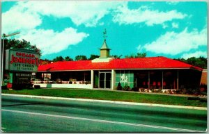 Hagerstown, Maryland Postcard HOWARD JOHNSON'S RESTAURANT Roadside c1950s Unused