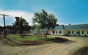 Dreamland Motel, 1 Mile East of Pembroke, Ontario, Canada, 40-60s