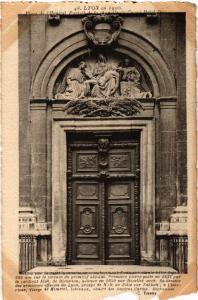 CPA AK LYON Place de l'Hopital Portail de Chapelle d Grand Hotel Dieu (443074)