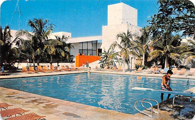 Swimming Pool at the El Presidente Hotel Cozumel Mexico Tarjeta Postal 1976