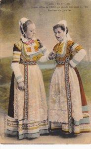 BRETAGNE, Indre, France; Jeune Filles de BRIEC en Grand Costumes de Fete, Env...