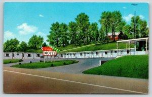 Corbin Kentucky~Suburban Motel~House Overlooks from Hillside~Tunney Hamlin~c1950