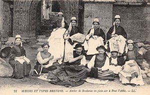 Lace Embroidery Post Card Moeurs et Types Bretons Unused