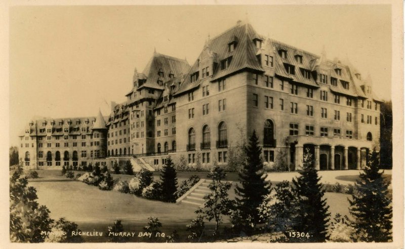 Canada - Quebec, Murray Bay. Manor Richelieu.    RPPC