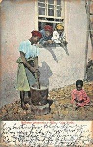 CABO VERDE AFRICA~MULHERES PREPARANDO o MILHO~HASTNGS AUTY SERIES 1905 POSTCARD