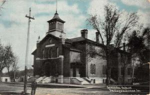 Independence Iowa Lincoln School Street View Antique Postcard K47049
