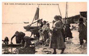 Etaples     les bords de la Canche, Women washing clothes in ocean