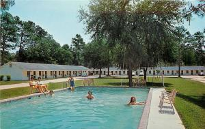 Ridgeland SC~Kids in Swimming Pool. Parents Watch at Forest Motel 1950s