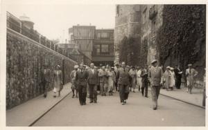 UK - London Tower Visiting REAL PHOTO 1918 01.54