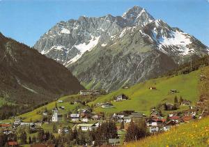 Hirschegg Kleinwalsertal mit Widderstein Gesamtansicht Berg