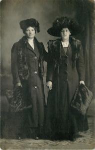 Antonette Makoritz~Elegant Ladies~Huge Merry Widow Hat, Handmuffs 1913 RPPC