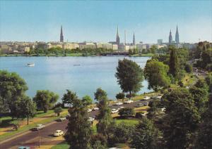 Germany Hamburg Aussenalster und Tuerme der Stadt