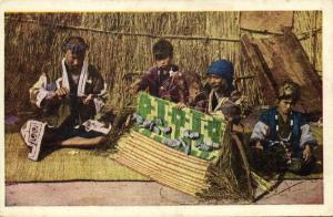 japan, HOKKAIDO, Native Ainu Aynu Aino, Weaving Traditional Garments (1910s)