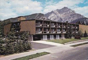 Traveller's Inn, BANFF, Alberta, Canada, PU-1977