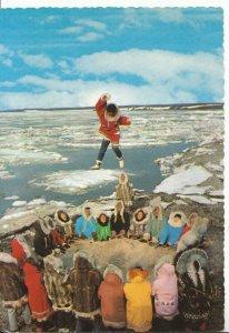 America Postcard - Alaskan Eskimos - Blanket Tossing - Ref 16270A