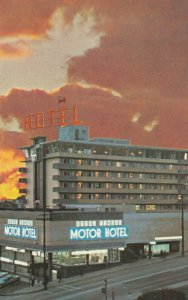 NEW WESTMINSTER , B.C. ,1950-60s ; Royal Towers Motor Hotel