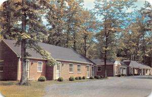 Fairfax Virginia~Gateway Motor Lodge Cottages~1950s Postcard