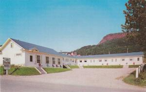 Exterior,  Sea Gull Motel, Les Mouettes, Perce,  Quebec,  Canada,  40-60s