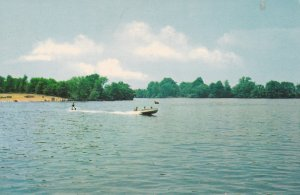 DOVER , Delaware, 50-60s ; Water skiing on Silver Lake