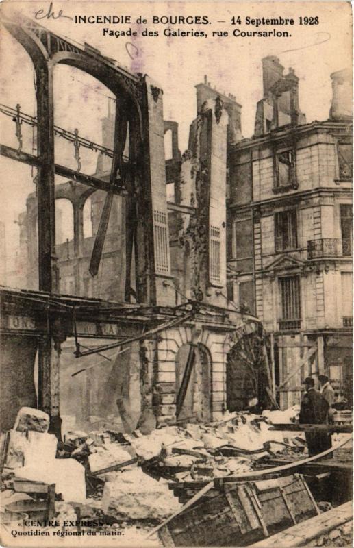 CPA Bourges - Incendie - 1928 - Facade des Galeries - Rue Coursarlon (634450)