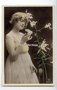 b5975 - Stage Actress - Constance Worth, British Beauty, No.B.134-4 -  postcard