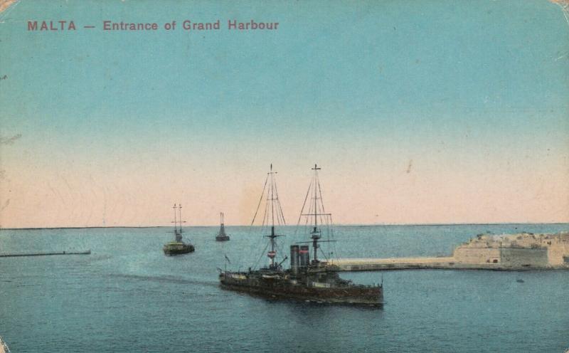 MALTA - Entrance to Grand Harbour, 00-10s ; Cargo Ships