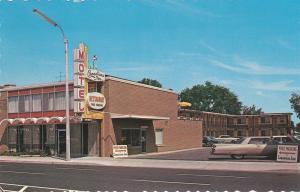 NIAGARA FALLS, Ontario, Canada, 40-60s; Canadian Inn & Restaurant, Classic cars