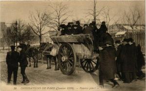 CPA PARIS Inondations 1910 Pauvres gens (579505)