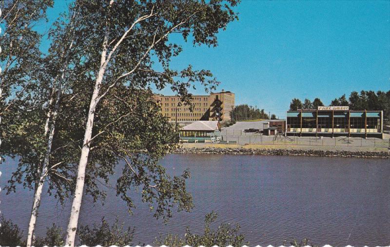 La magnifique piscine du Parc Brunet et la Riviere Harricana, AMOS, Quebec, C...