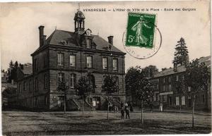 CPA Vendresse - L'Hotel de Ville et la Place (135245)