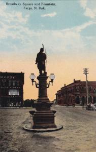 FARGO , North Dakota , 00-10s; Broadway Square & Fountain