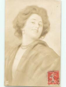 rppc 1905 WOMAN LOOKING OVER HER SHOULDER AC8577