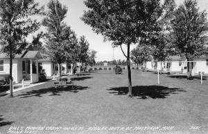 Muskegon MI Bill's Modern Cabins on Route 31~Courtyard RPPC 1940s