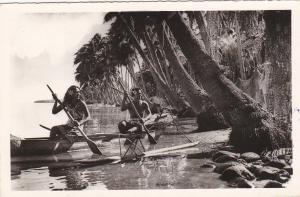 RP: Native couple in canoe ; TAHITI - Pirogue a balancier , PU-1962