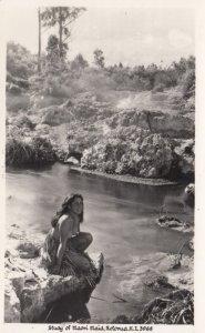 RP: Topless Native girl , Maori Maid , ROTORUA , New Zealand , 1957