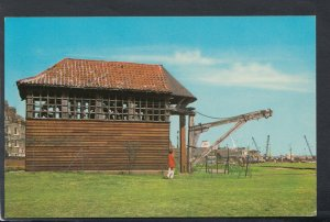 Essex Postcard - 1660 Double, Treadwheel Crane, Harwich    T7204