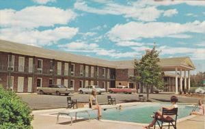 Swimming Pool, Colonial Manor Motel and Restaurant, U.S. 41, PERRY, Georgia, ...