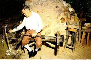 Virginia Jamestown The Jamestown Glasshouse Master Glassblower