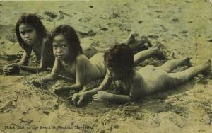 hawaii, HONOLULU, Young Girls on the Beach at Waikiki (1920) Postcard