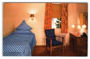 SUN VALLEY, ID Idaho ~ CHALLENGER INN Guest Room  c1950s Roadside Postcard