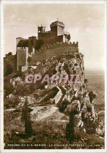 Postcard Modern Republica di S. Marino La Rocca o Fortezza (altitude 745 m)